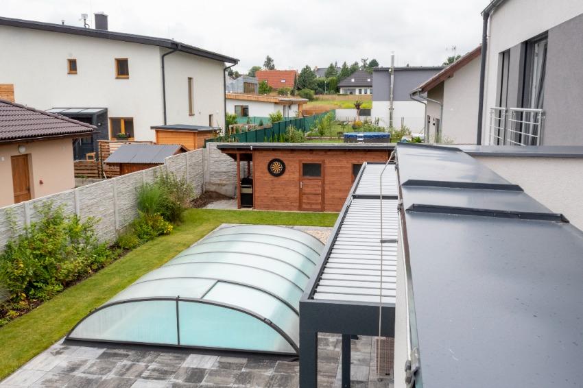 zahrada-s-krytym-bazenem